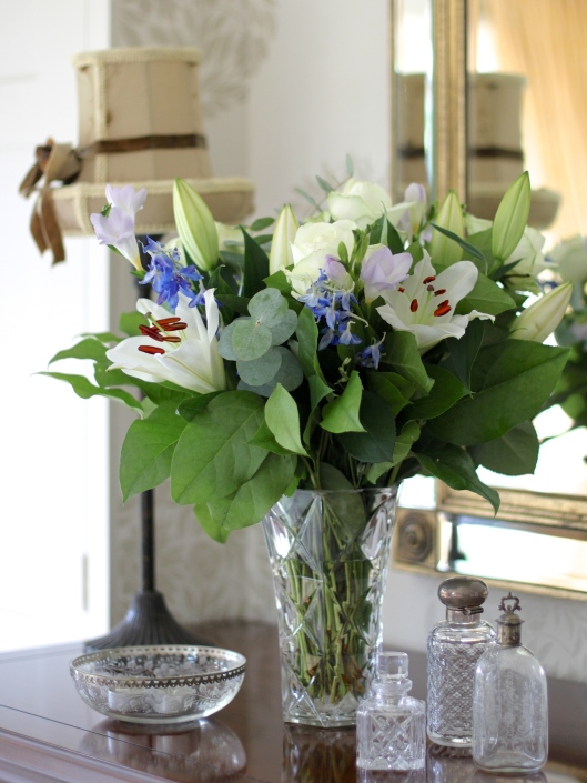 White-Rose-Lily-Bouquet